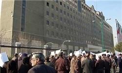 تجمع سپردهگذاران کاسپین همزمان با حضور سیف در مجلس